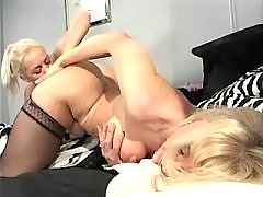 Blonde chick serves mature pussy