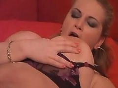 Chick licks pussy of mature lesbian